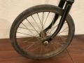 Penny_farthing_velocipedo_bicicleta_antigua_rueda_grande_seguridad_circo_coleccion_cuero_restaurada_clasica_alquiler_Bicicletas_Clasicas_Leo_007