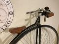Penny_farthing_velocipedo_bicicleta_antigua_rueda_grande_seguridad_circo_coleccion_cuero_restaurada_clasica_alquiler_Bicicletas_Clasicas_Leo_008