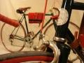 Detalle de puente de freno delantero Bicicleta carretera antigua cuero clasica restaurada Leopolda