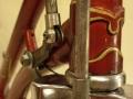 Sistema de cilindros y varillas sujetos al cuadro | Bicicleta Orbea antigua de varillas años 40 restaurada